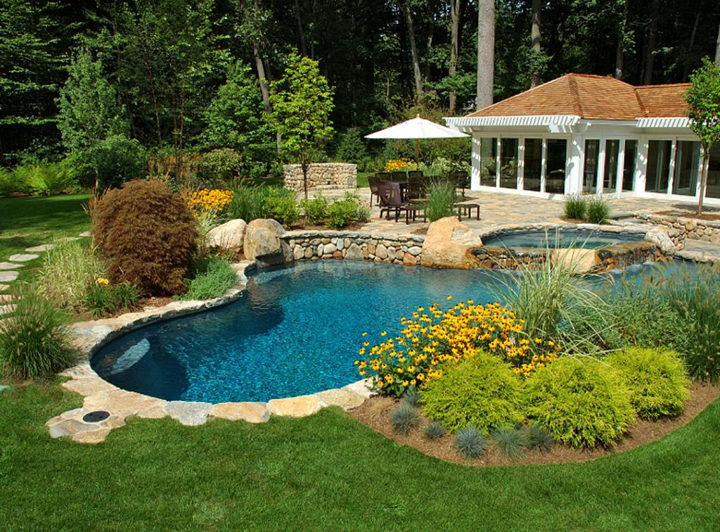 Dallas Flowers and Pools: Planting Around Your Swimming Pool