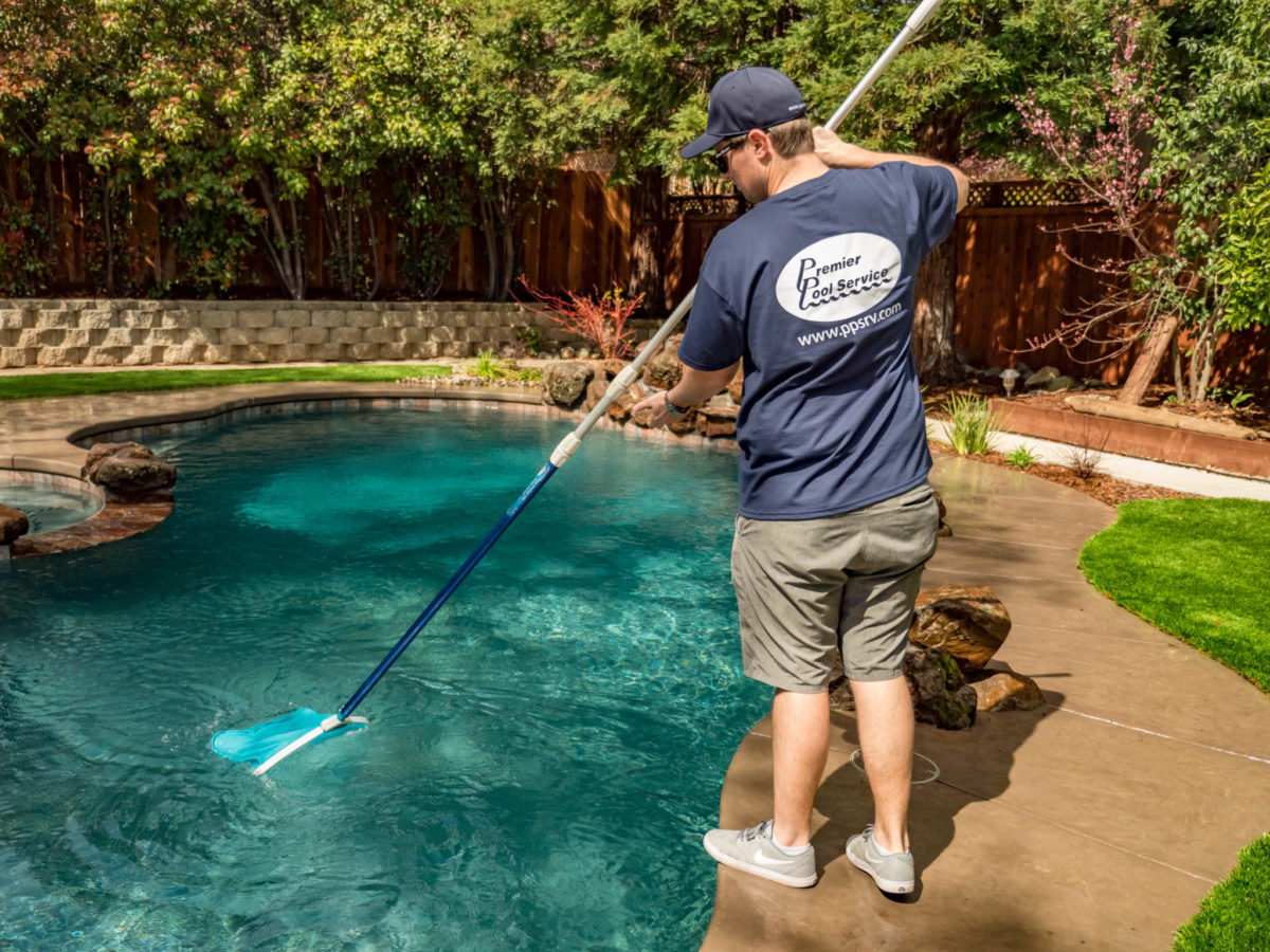 Pool cleaning Temecula