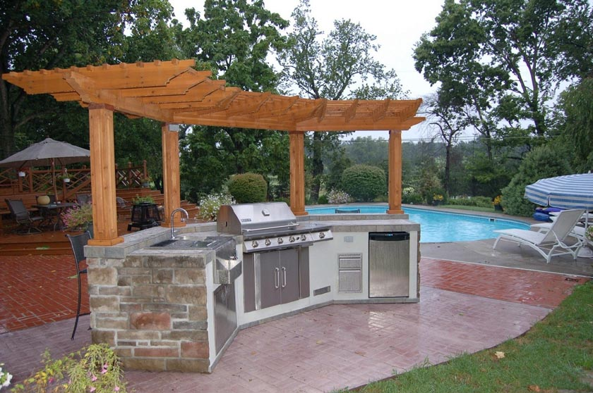 An Outdoor Kitchen for Your Gulf Coast Backyard - Premier ...